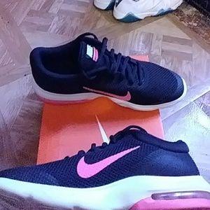 sports shoes 61bac a968b Nike Shoes - Nike air max advantage